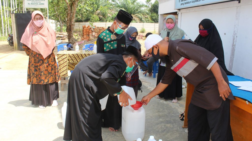 Masyarakat Bisa Mengadopsi Inovasi Pembuatan Sutha Hand Sanitizer