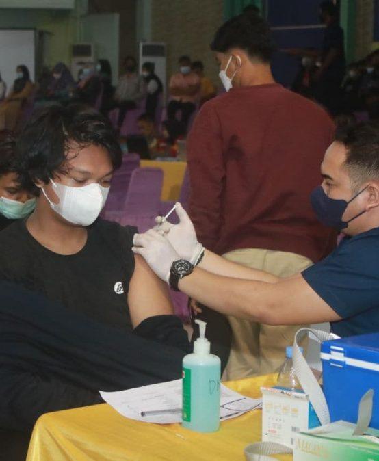 Vaksinasi Covid-19 Sasar Mahasiswa dan Masyarakat Umum